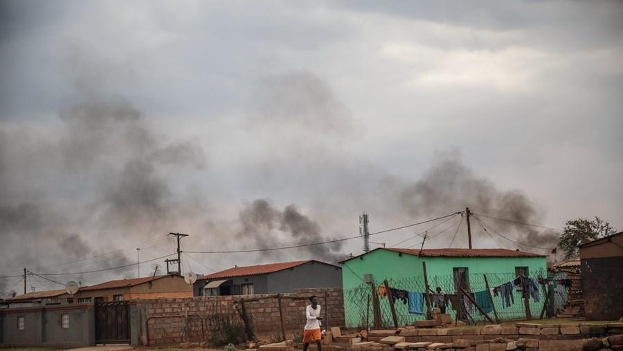 Sobe para cinco o número de lojas de portugueses atacadas em Joanesburgo