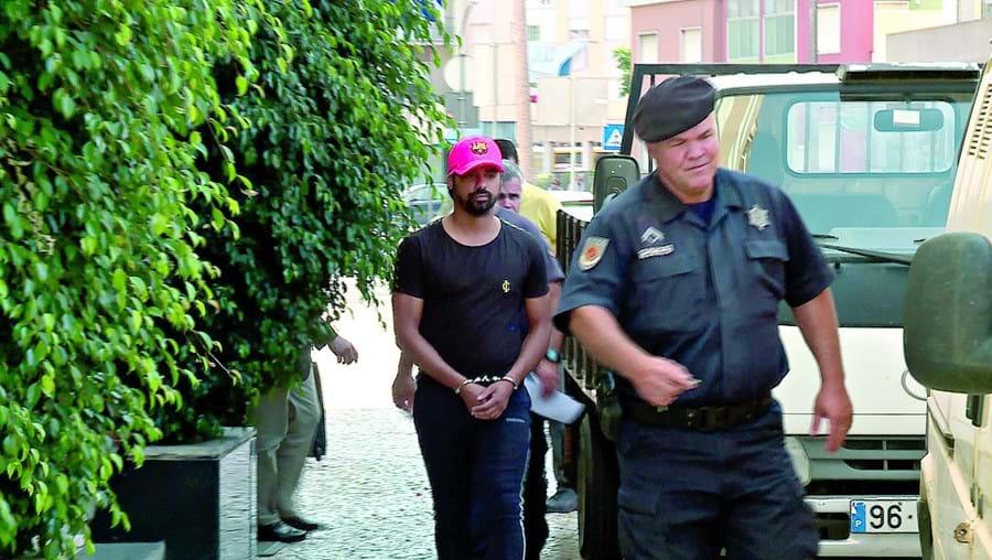 Fábio Paím algemado quando foi chamado para ser interrogado na PSP de Setúbal