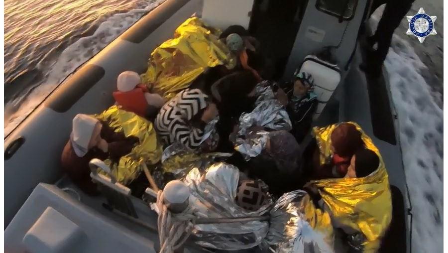 Polícia Marítima portuguesa resgata 32 migrantes na Grécia
