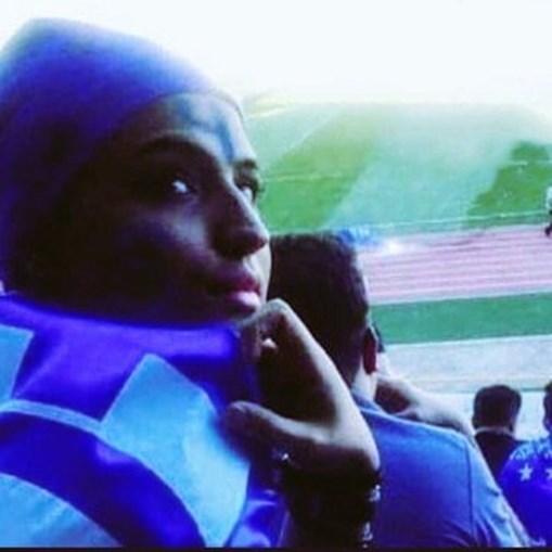 Adepta de futebol julgada por tentar entrar em estádio imola-se pelo fogo no Irão