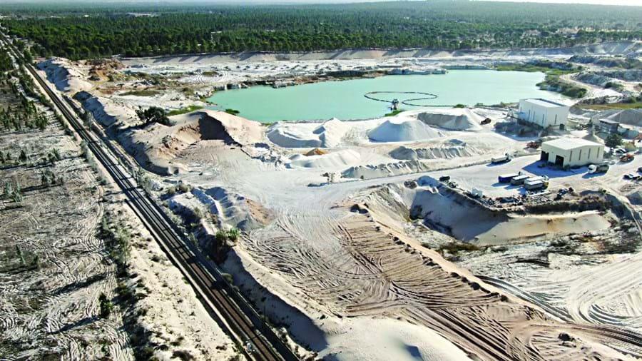 Vista aérea da mina de Casal Ventoso, em Alcácer do Sal, onde a empresa Sifucel - Sílicas procede à extração de areias