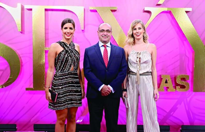 Octávio Ribeiro (diretor-geral do CM e CMTV) com Daniela Polónia e Mariana Águas