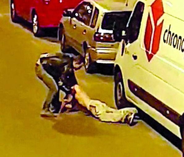 Discussão na rua entre dois grupos na origem da rixa. Os agressores dispersaram e deixaram a vítima a sangrar