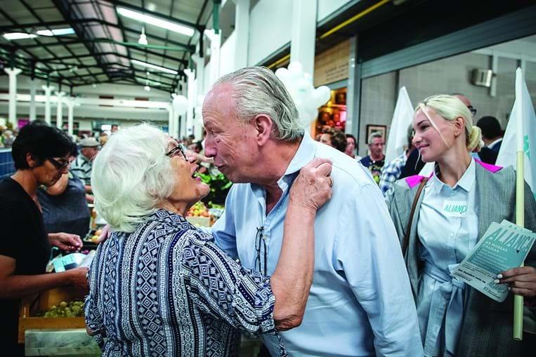 Santana Lopes, no mercado do Livramento, recebido com entusiasmo