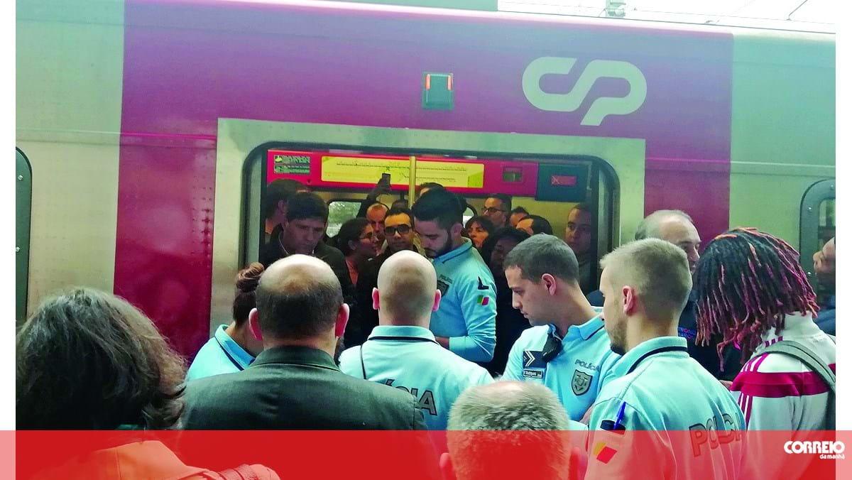 Revolta bloqueia comboio na estação da Amadora - Correio da Manhã