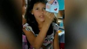 Menina autista de nove anos encontrada morta amarrada a árvore no Brasil