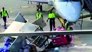 Passageiro filma cena bizarra em aeroporto nos EUA