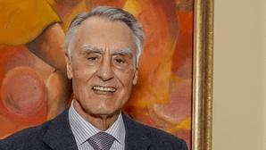 Cavaco Silva volta a estar ausente das cerimónias comemorativas do 25 de Abril na Assembleia da República