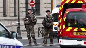 França aprova projeto-lei para punir divulgação maliciosa de imagens das forças policiais