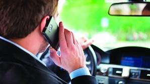 166 condutores caçados por dia ao telemóvel