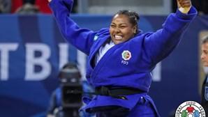 Rochele Nunes vence medalha de bronze no Grand Slam de Paris de judo