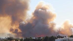Bombeiro sofre enfarte durante combate a incêndio em Sintra