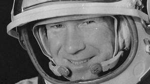 Morreu Alexei Leonov, o primeiro homem a caminhar no espaço