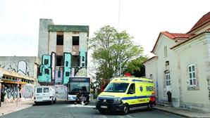 Mecânico morre esmagado quando reparava autocarro em Oeiras