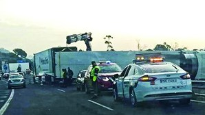 Despiste de camião corta ponte do Guadiana e fronteira com Espanha