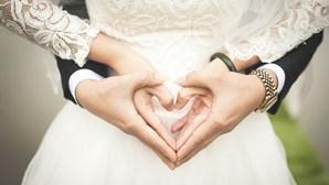 Noivo morto e 80 infetados em casamento que não cumpriu regras do coronavírus