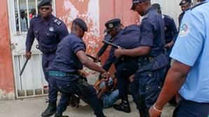 Protestos contra desemprego acabam em confrontos entre ativistas e polícia angolana