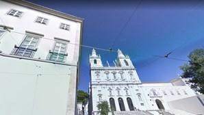 Artista espanhol dono de palácio em Lisboa obriga EMEL a fechar parque