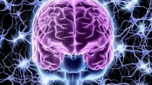 Infeção da Covid-19 agrava risco de doença mental e distúrbio cerebral, conclui estudo