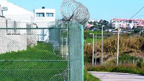Cadeia de Caxias dá louvor e cinco euros a presos