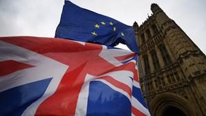 Parecer jurídico oficial invoca poder do parlamento britânico para romper Acordo do Brexit
