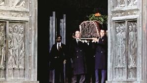 Ditador Franco exumado sem honras de Estado