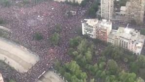 Protestos reúnem cerca de um milhão de pessoas em Santiago do Chile. Veja as imagens