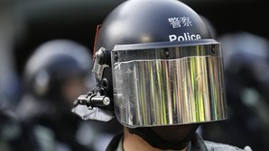 Protestos em Hong Kong obrigam a reforço policial de mil agentes reformados