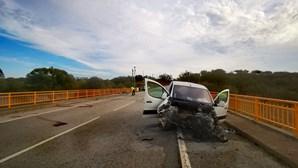 Três mortos e três feridos encontrados em estrada no Redondo