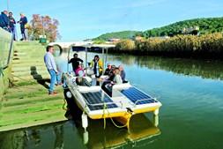 Barco Solar da empresa Algarve Sun Boat é uma das embarcações que faz passeios ecológicos no rio Arade