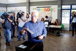 António Costa, do PS, votou na Escola Básica Jorge Barradas