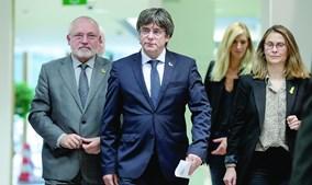 Puigdemont está exilado na Bélgica e vai ser de novo alvo de um mandado de prisão