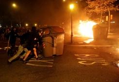 Manifestantes atiram pedras e ácido contra a polícia em Barcelona