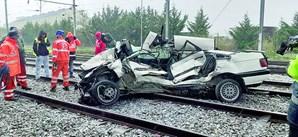 Carro arrastado por comboio em Vila Franca de Xira