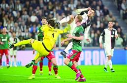 Cristiano Ronaldo em lance junto à baliza do Lokomotiv Moscovo. O português não marcou
