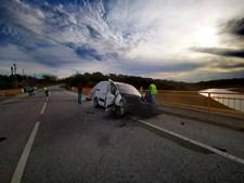 Três mortos e três feridos encontrados em estrada