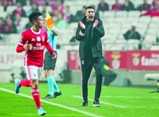 Bruno Lage, treinador do Benfica, pediu aos adeptos que apoiem os jogadores