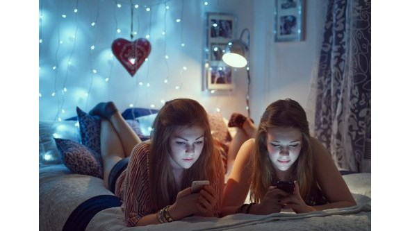 Redes sociais fazem com que adolescentes durmam mal