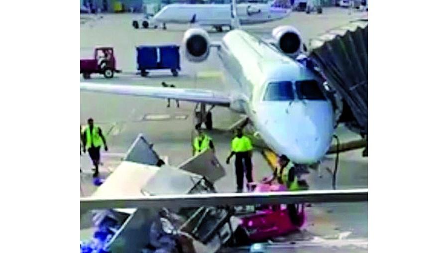 Carro de catering causou momentos de pânico num aeroporto de Chicago ao ficar a girar sozinho a grande velocidade, ameaçando um avião de 15 milhões de dólares