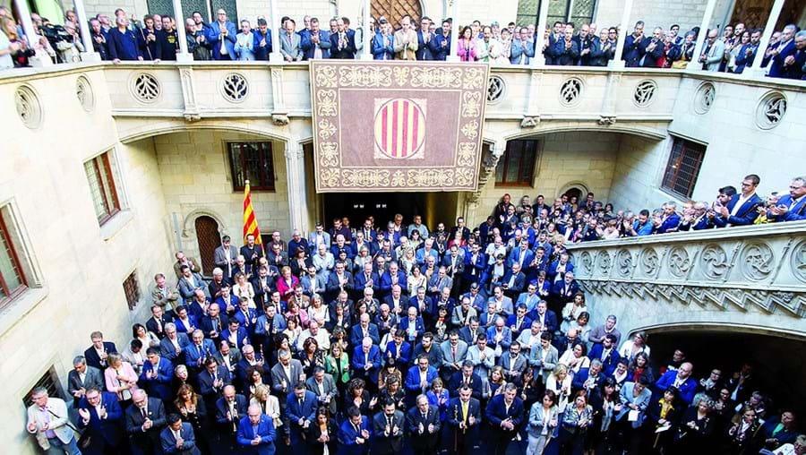 Torra recebeu os autarcas no átrio do edifício do governo da Catalunha