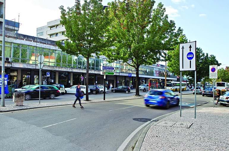 Homem foi atropelado mortalmente na avenida Fernão de Magalhães