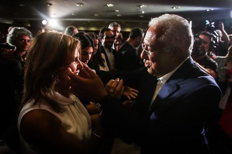 Costa celebra com a mulher, Fernanda Maria Goncalves Tadeu