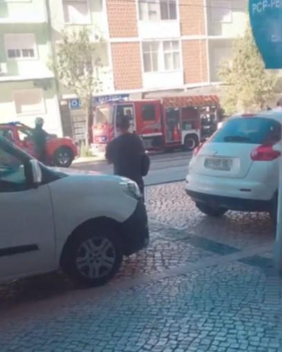 Um morto e dois feridos em incêndio em prédio de Almada