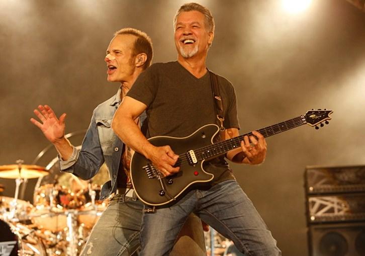 Eddie Van Halen trava batalha contra cancro na garganta