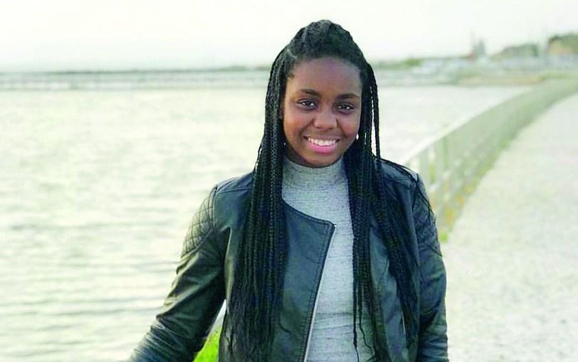 Açucena Patrícia Tchuda  tinha 17 anos e estava a divertir-se com amigos quando morreu colhida por um carro