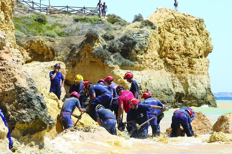 Desmoronamento na praia Maria Luísa, em 2009, matou cinco pessoas