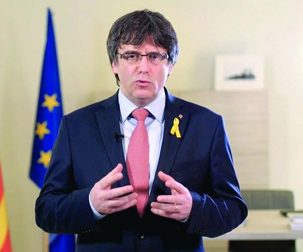 Puigdemont está exilado e volta  a ser alvo de mandado de detenção