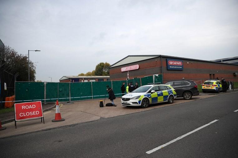 Trinta e nove cadáveres encontrados dentro de camião no Reino Unido
