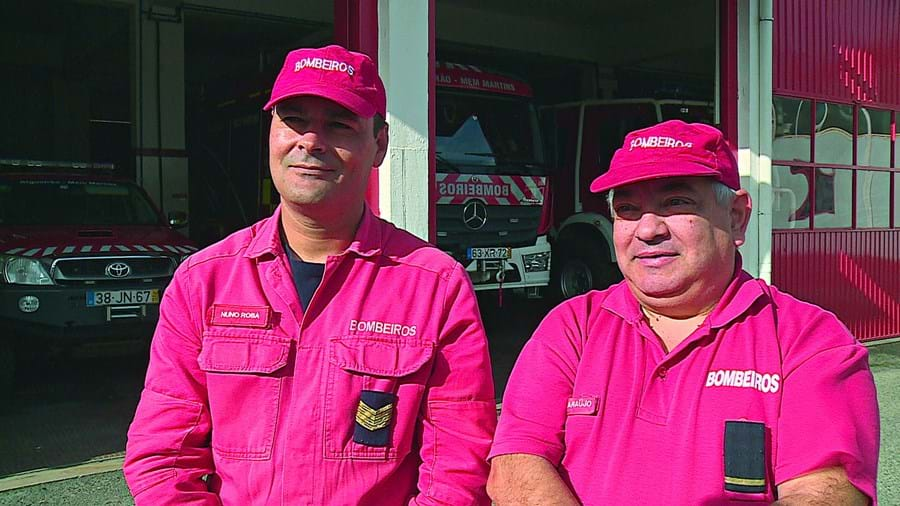 Bombeiros Nuno Rosa e Carlos Araújo, da corporação de Algueirão-Mem Martins, realizaram o parto