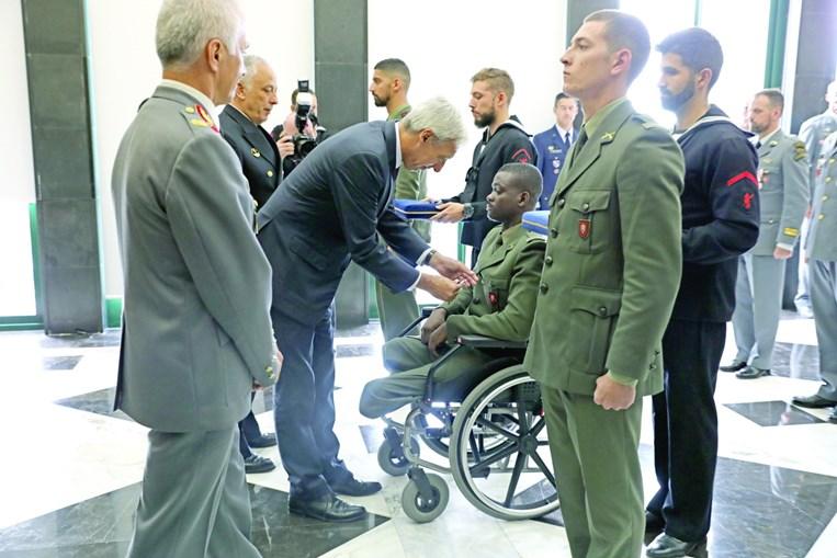 Soldado Aliu Camará recebeu condecoração pela missão na República Centro-Africana, onde ficou gravemente ferido